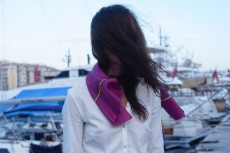 story-superleggero_alex_wearing_a_ciclamino_silk_foulard_1.jpg