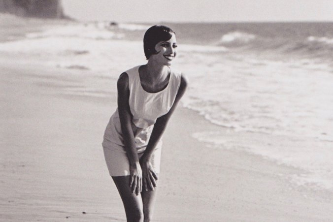 The icon CHRISY TURLINGTON here photographed by PETER LINDBERG in Malibu for the ASPESI s/s1991 collection turns 50 today. Happy birthday!
